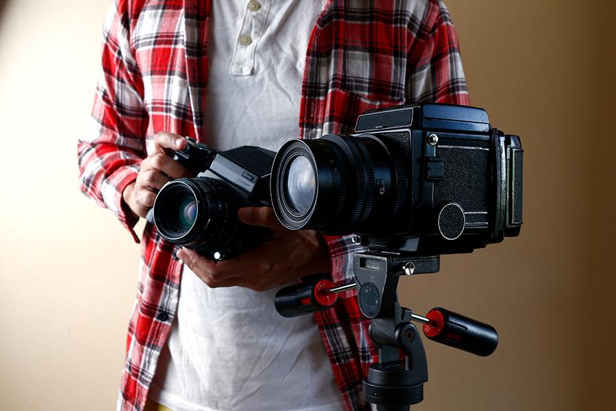 Person Holding Black Dslr Camera Scopio 318ffbdc Ac83 4e33 B32b 8769adb82328